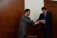 Араик Арутюнян наградил группу деятелей, развернувших деятельность в молодежной сфере