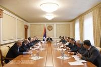 Խորհրդակցություն ԱԺ մշտական հանձնաժողովների նախագահների եւ խմբակցությունների ղեկավարների հետ
